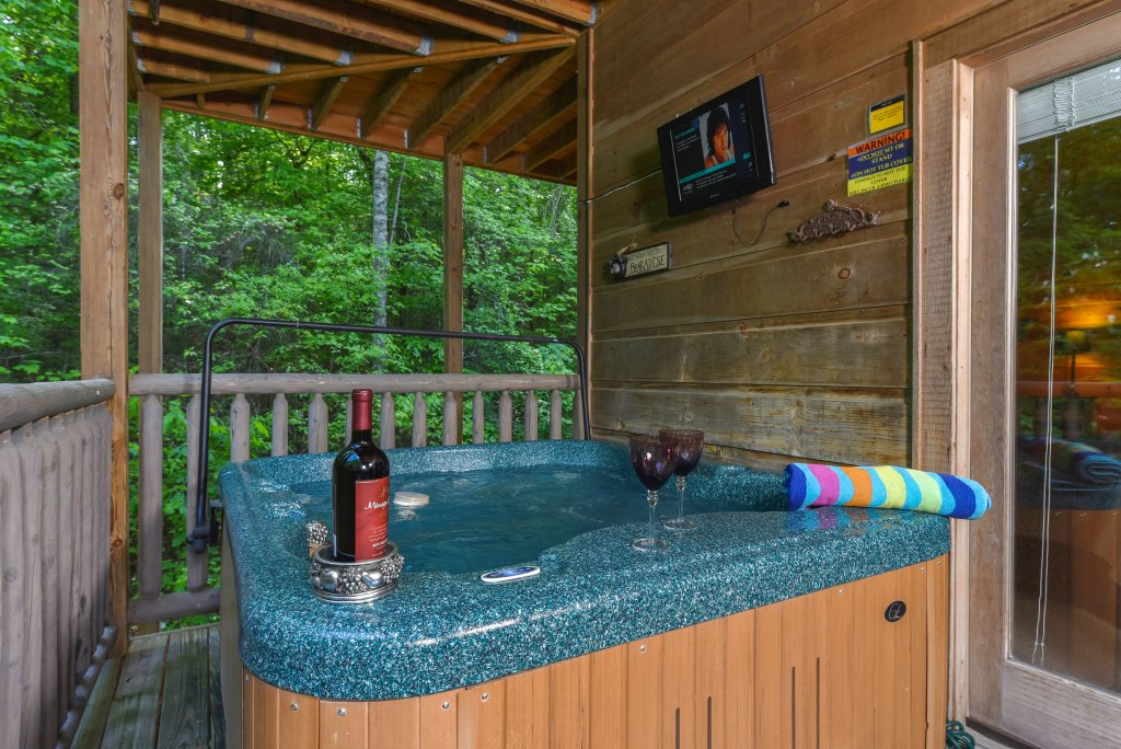 Photo of a Sevierville Cabin named Cedar Forest - This is the thirty-second photo in the set.