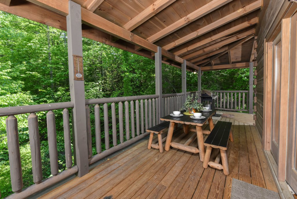Photo of a Sevierville Cabin named Cedar Forest - This is the thirtieth photo in the set.