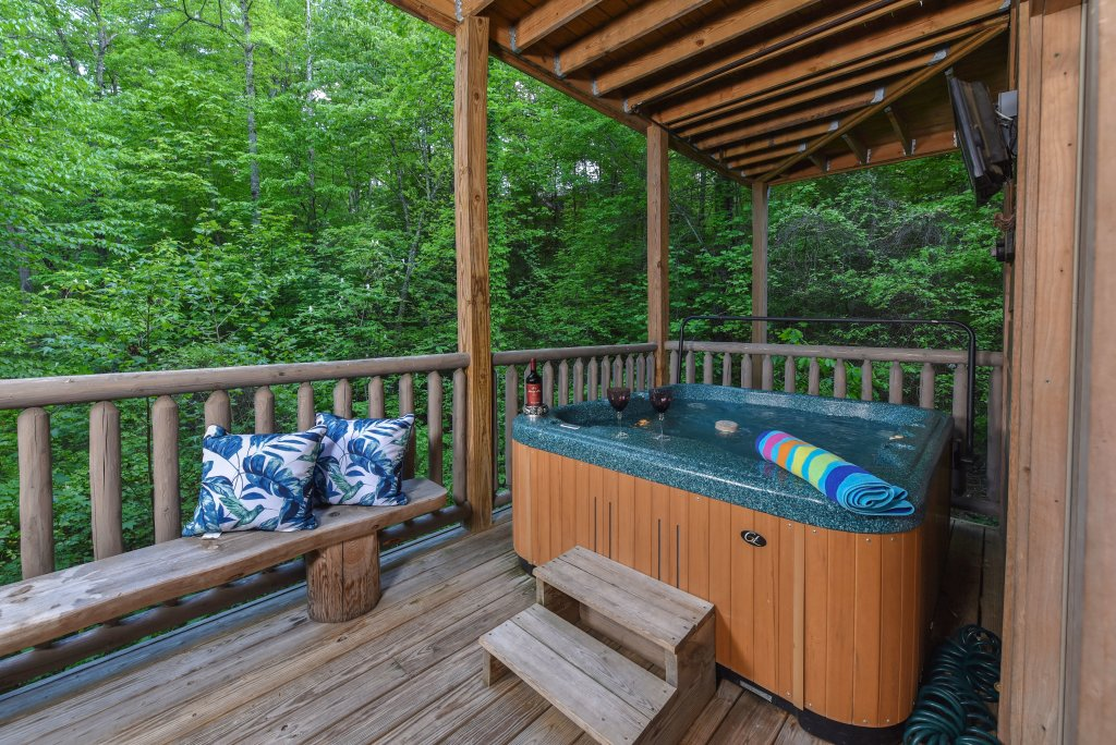 Photo of a Sevierville Cabin named Cedar Forest - This is the thirty-third photo in the set.