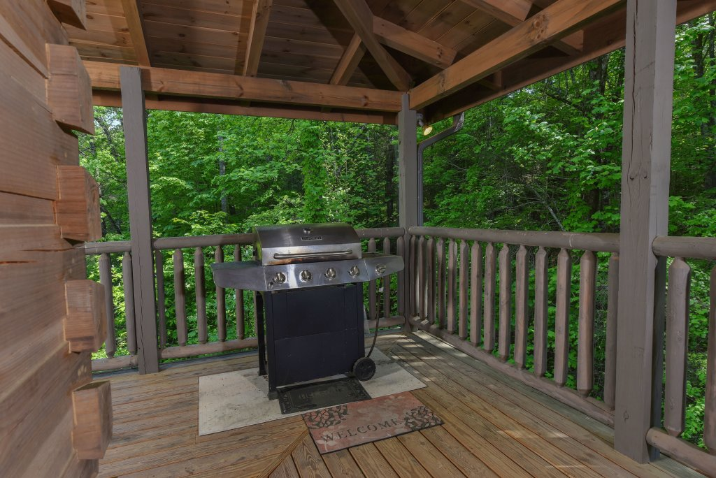 Photo of a Sevierville Cabin named Cedar Forest - This is the twenty-seventh photo in the set.