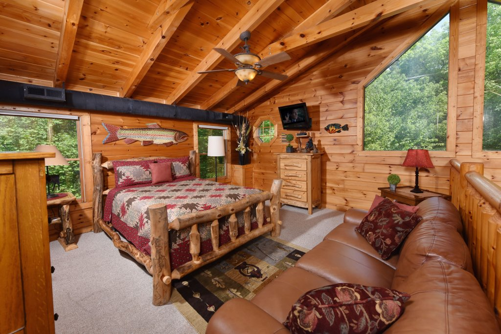 Photo of a Sevierville Cabin named Cedar Forest - This is the twentieth photo in the set.