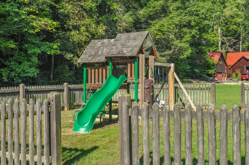 Photo of a Sevierville Cabin named Cedar Forest - This is the fifty-sixth photo in the set.
