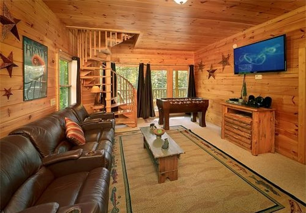 Photo of a Sevierville Cabin named Cedar Forest - This is the thirty-fourth photo in the set.