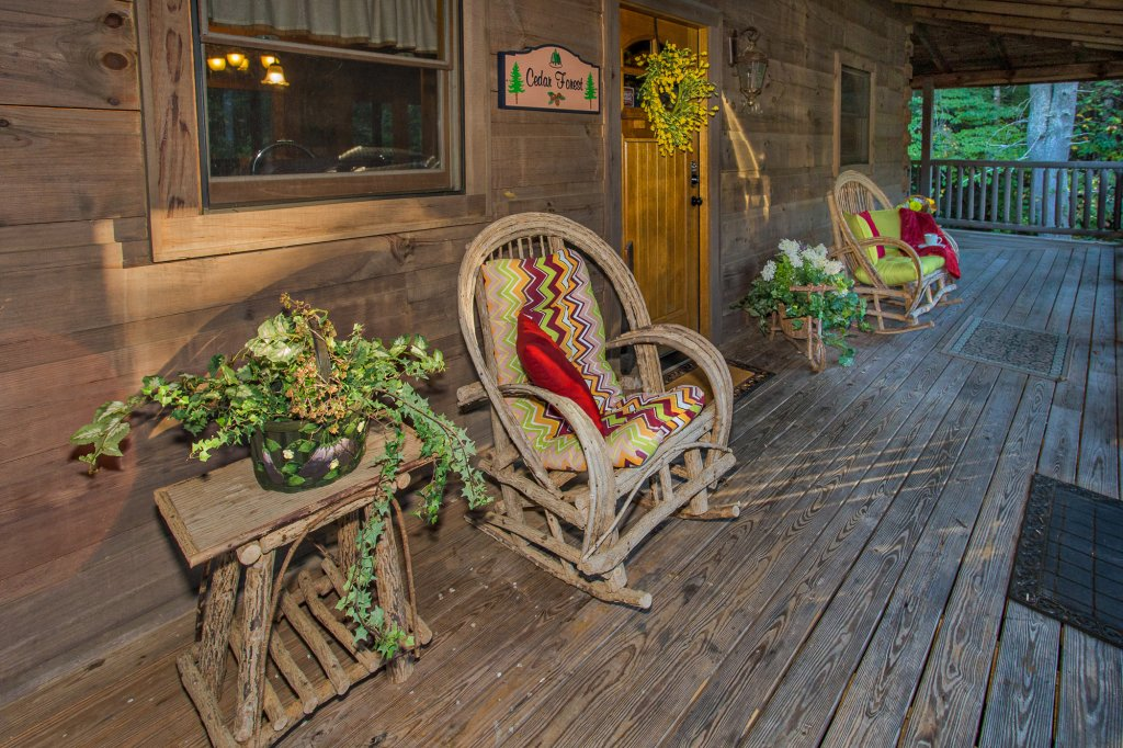 Photo of a Sevierville Cabin named Cedar Forest - This is the forty-second photo in the set.