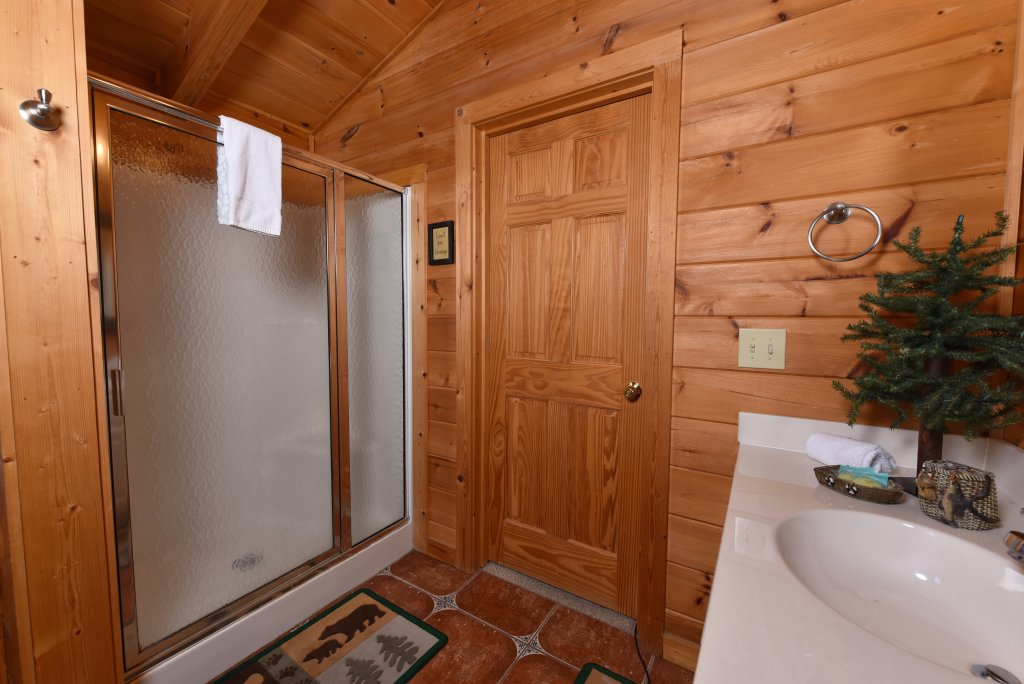 Photo of a Sevierville Cabin named Cedar Forest - This is the twenty-second photo in the set.