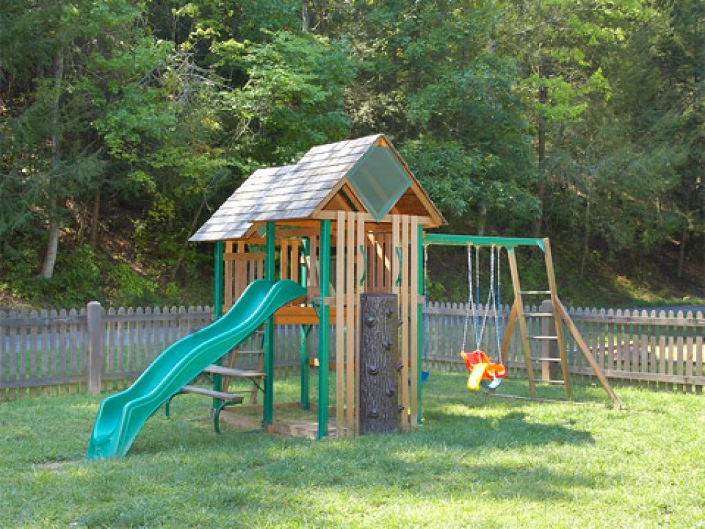 Photo of a Sevierville Cabin named Cedar Forest - This is the fifty-seventh photo in the set.