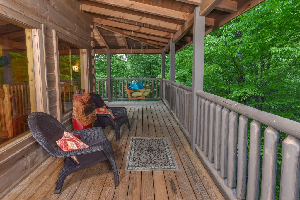 Photo of a Sevierville Cabin named Cedar Forest - This is the twenty-eighth photo in the set.