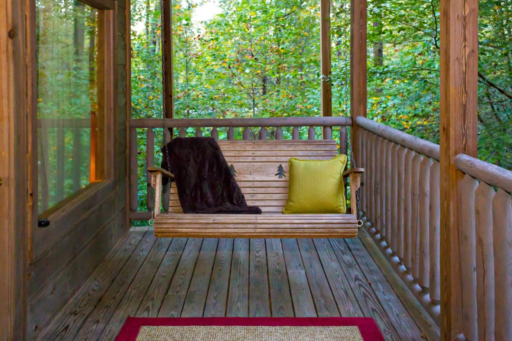 Photo of a Sevierville Cabin named Cedar Forest - This is the forty-seventh photo in the set.