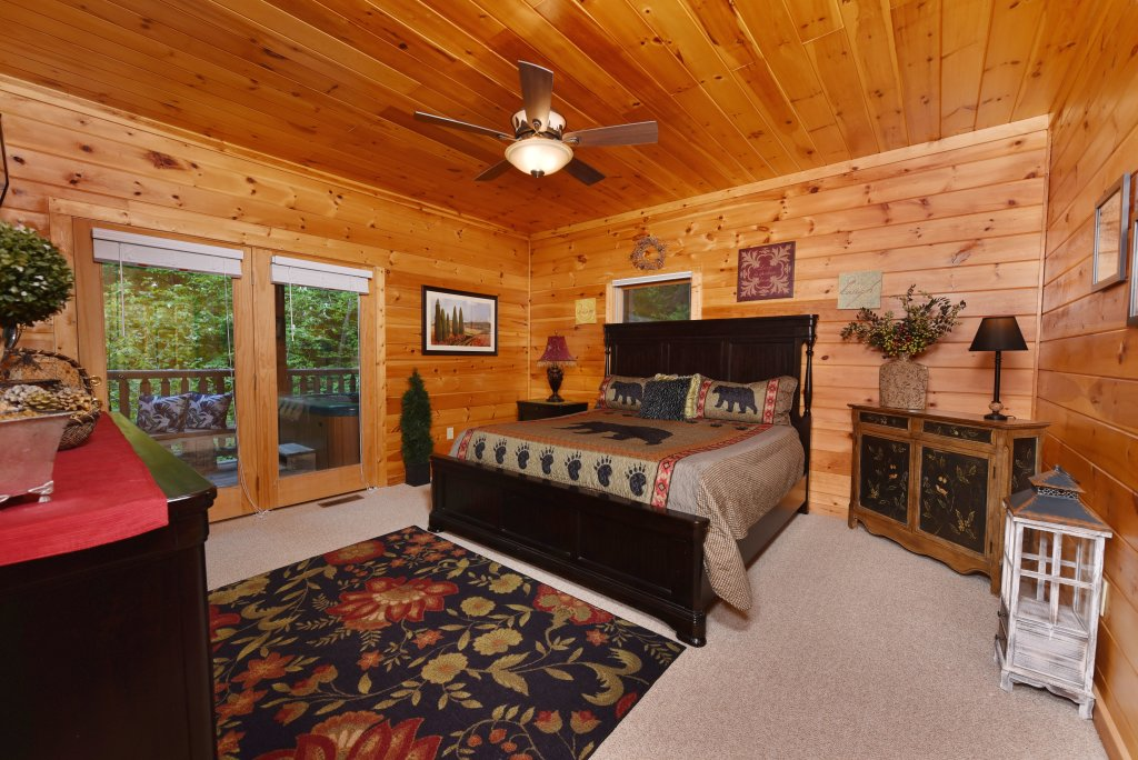Photo of a Sevierville Cabin named Cedar Forest - This is the sixteenth photo in the set.
