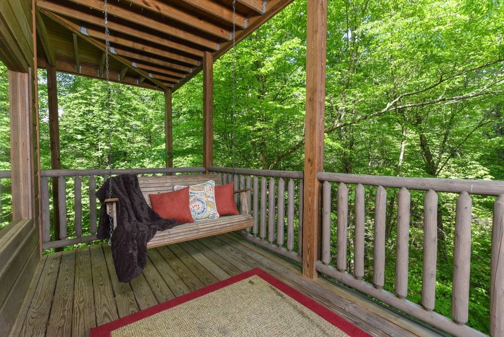 Photo of a Sevierville Cabin named Cedar Forest - This is the twenty-ninth photo in the set.