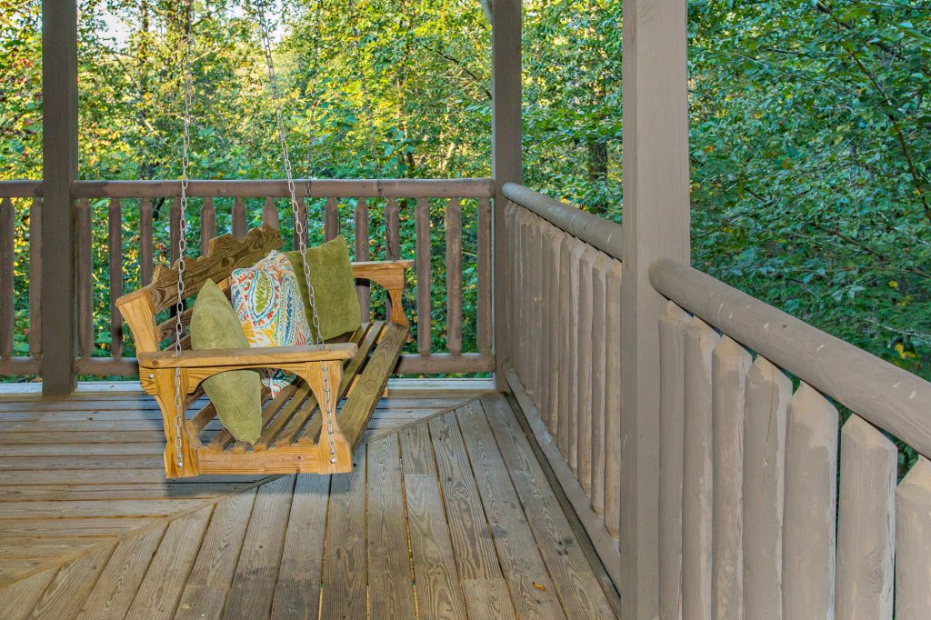 Photo of a Sevierville Cabin named Cedar Forest - This is the forty-sixth photo in the set.