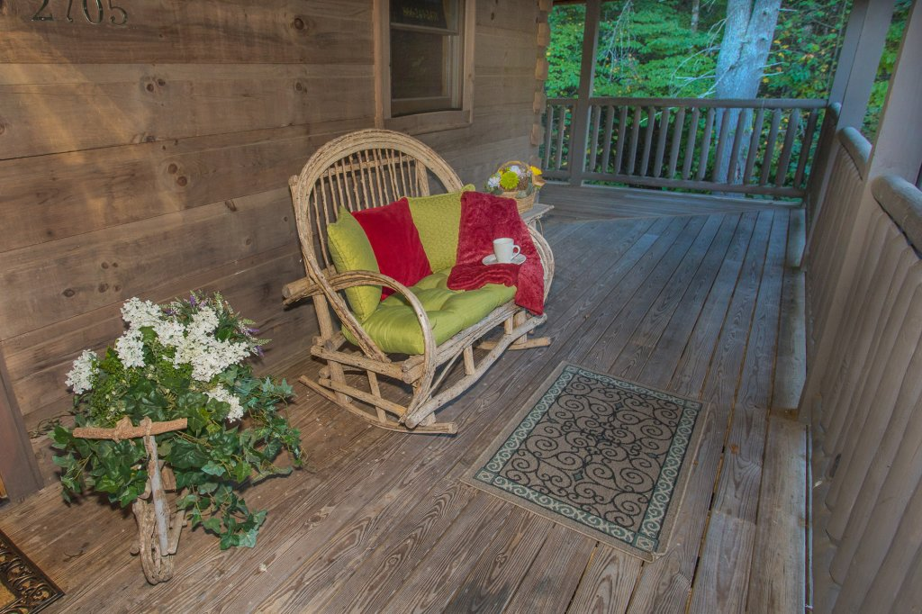 Photo of a Sevierville Cabin named Cedar Forest - This is the forty-third photo in the set.
