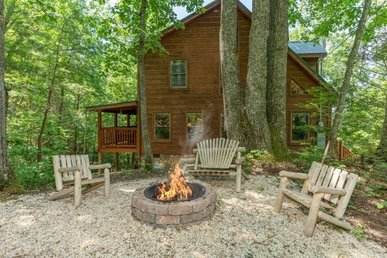 A 2 Bedroom, 2 Bath Deluxe Cabin For 10 With Lots Of Games And A Great Fire Pit.