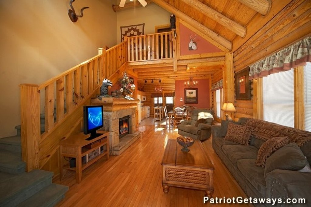 Photo of a Pigeon Forge Cabin named Hibernation Hideaway #745 - This is the third photo in the set.