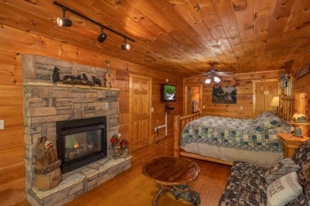 Photo of a Gatlinburg Cabin named Misty Mountain Escape - This is the thirteenth photo in the set.