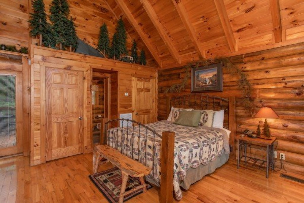 Photo of a Pigeon Forge Cabin named Alpine Sunset Thrill - This is the eighth photo in the set.