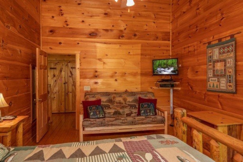 Photo of a Gatlinburg Cabin named Misty Mountain Escape - This is the nineteenth photo in the set.