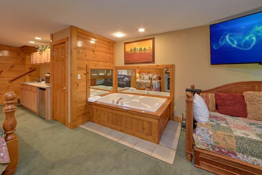 Photo of a Pigeon Forge Cabin named Hibernation Hideaway #745 - This is the fifteenth photo in the set.