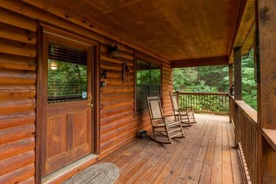 A 2 Bedroom, 2 Bath, Secluded Luxury Cabin For 7 In A Resort Setting.
