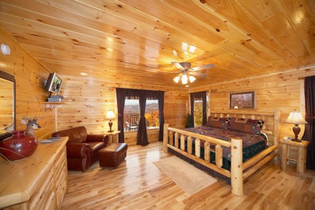 Photo of a Gatlinburg Cabin named Big Sky Lodge - This is the ninth photo in the set.