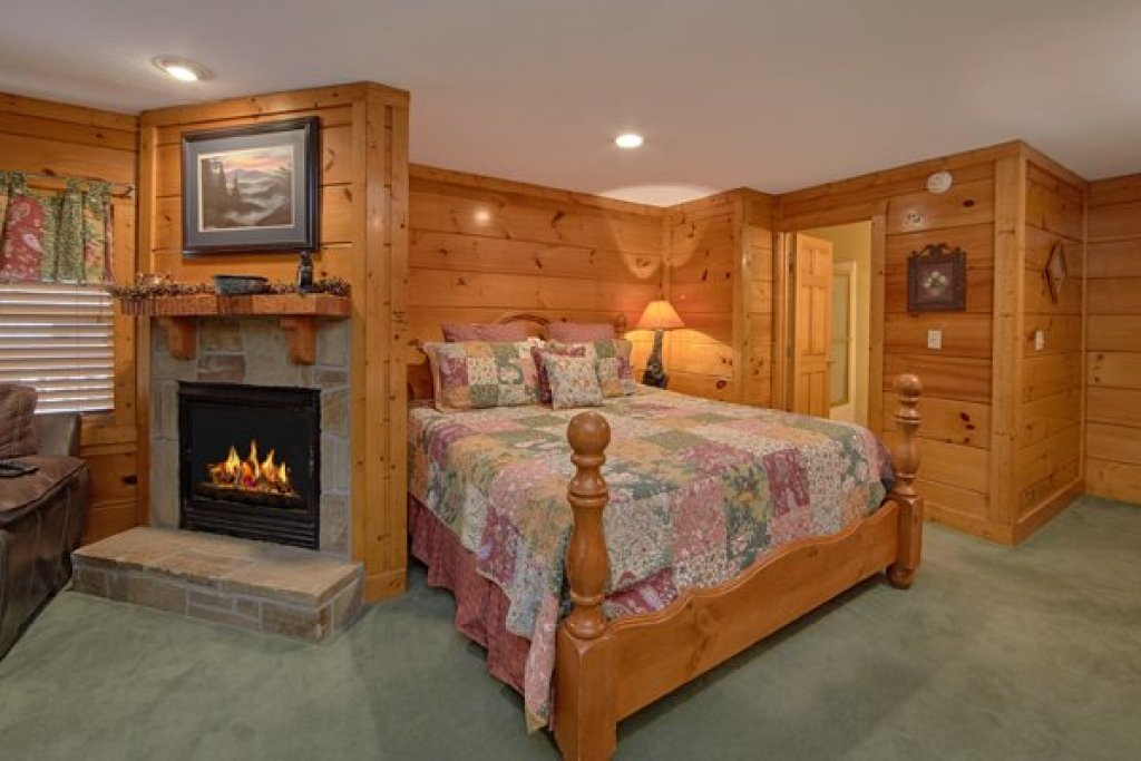Photo of a Pigeon Forge Cabin named Hibernation Hideaway #745 - This is the thirteenth photo in the set.