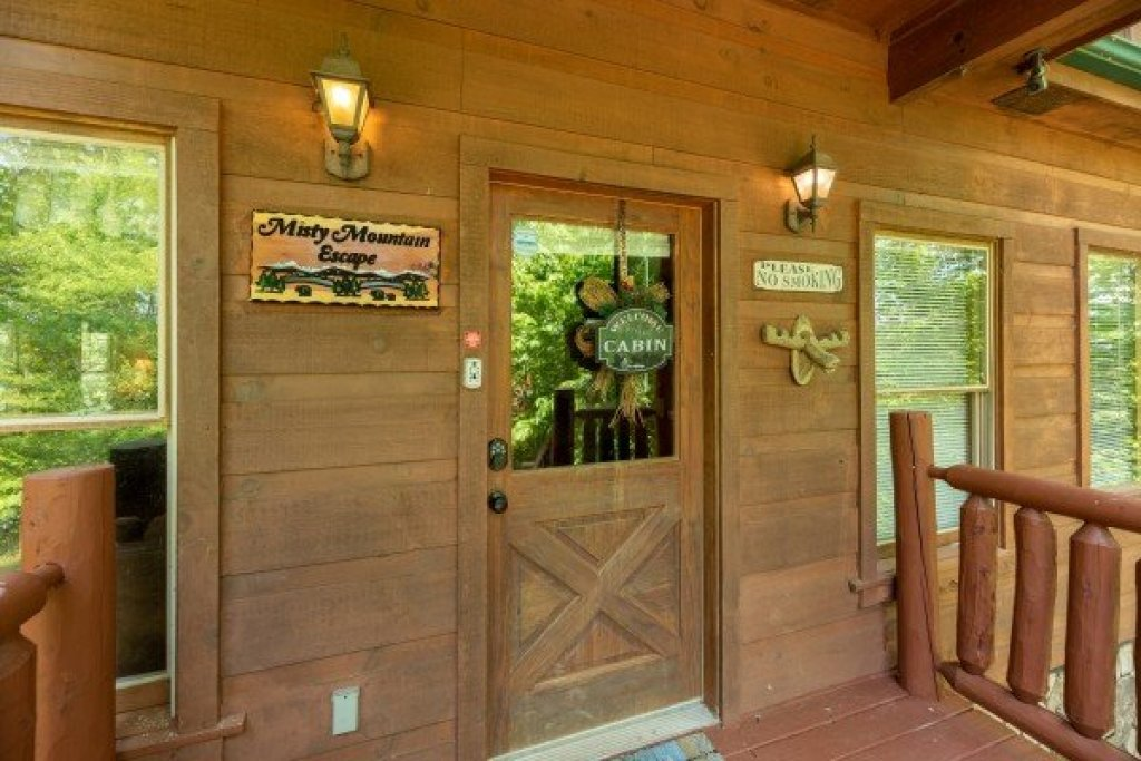 Photo of a Gatlinburg Cabin named Misty Mountain Escape - This is the twenty-fourth photo in the set.