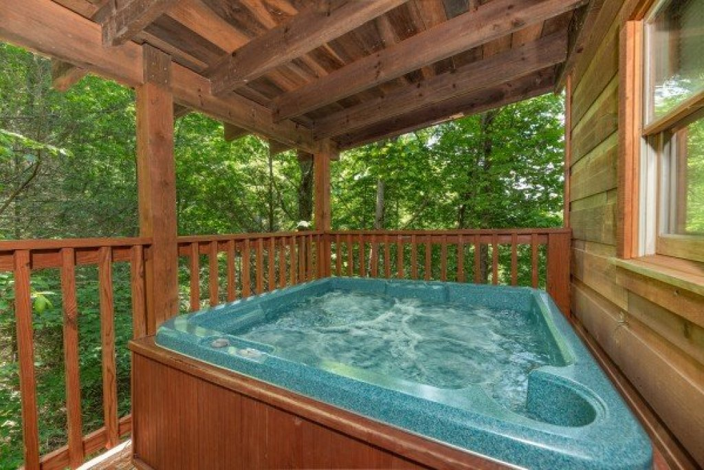 Photo of a Gatlinburg Cabin named Misty Mountain Escape - This is the twenty-second photo in the set.