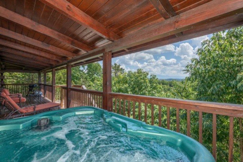 Photo of a Sevierville Cabin named Top Of The Way - This is the first photo in the set.
