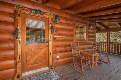 A 2 Bedroom, 2 Bath Luxury Cabin For 11. Easy To Access With No Mountain Roads.