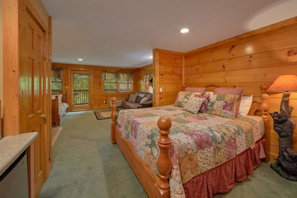 Photo of a Pigeon Forge Cabin named Hibernation Hideaway #745 - This is the fourteenth photo in the set.