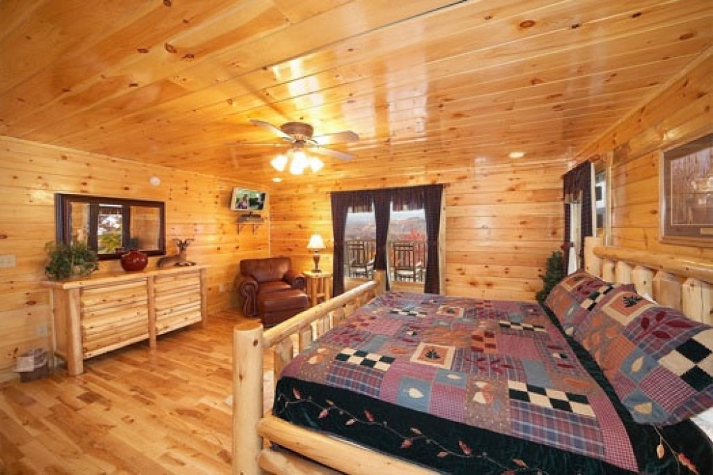 Photo of a Gatlinburg Cabin named Big Sky Lodge - This is the tenth photo in the set.