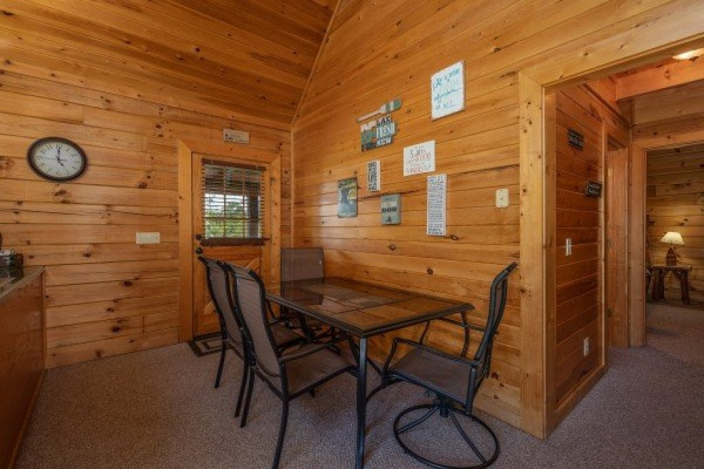 Photo of a Sevierville Cabin named Top Of The Way - This is the seventh photo in the set.