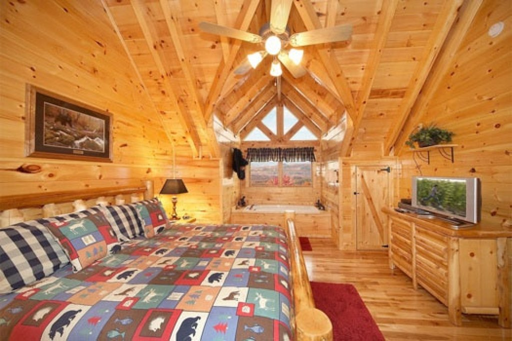 Photo of a Gatlinburg Cabin named Big Sky Lodge - This is the sixteenth photo in the set.