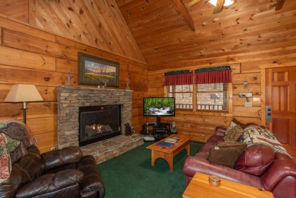 Photo of a Sevierville Cabin named Sweet Mountain Escape - This is the fourth photo in the set.