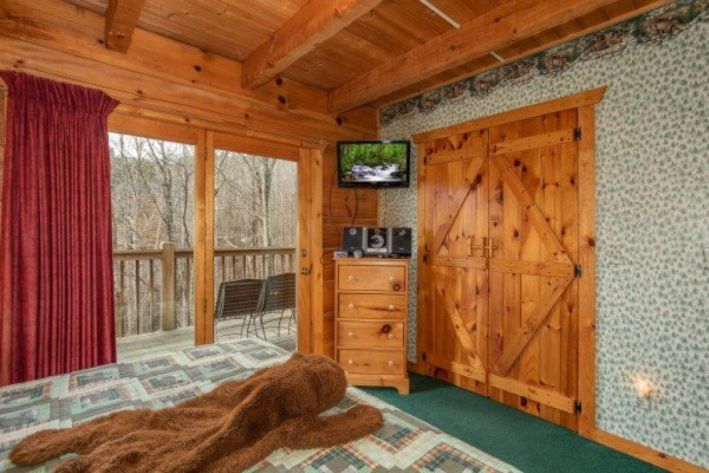 Photo of a Sevierville Cabin named Sweet Mountain Escape - This is the eleventh photo in the set.