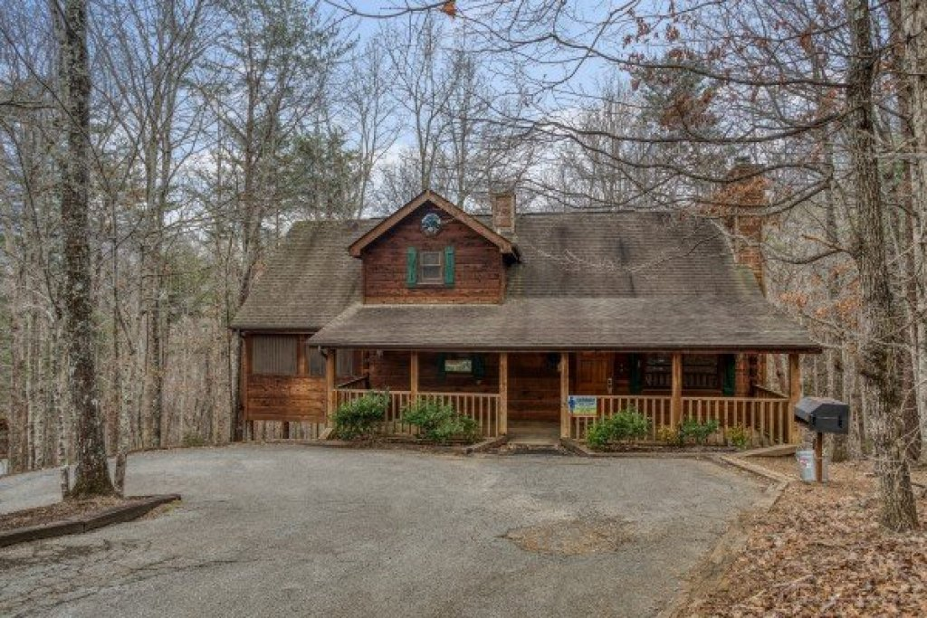 Photo of a Sevierville Cabin named Sweet Mountain Escape - This is the second photo in the set.