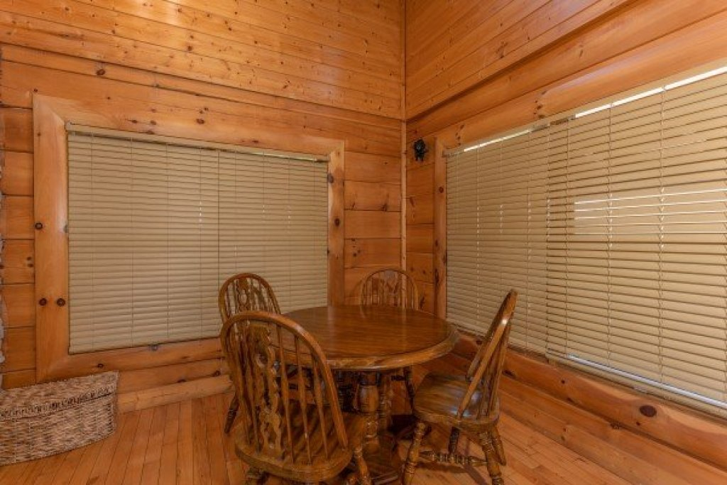 Photo of a Sevierville Cabin named Bear Bottom Retreat - This is the ninth photo in the set.