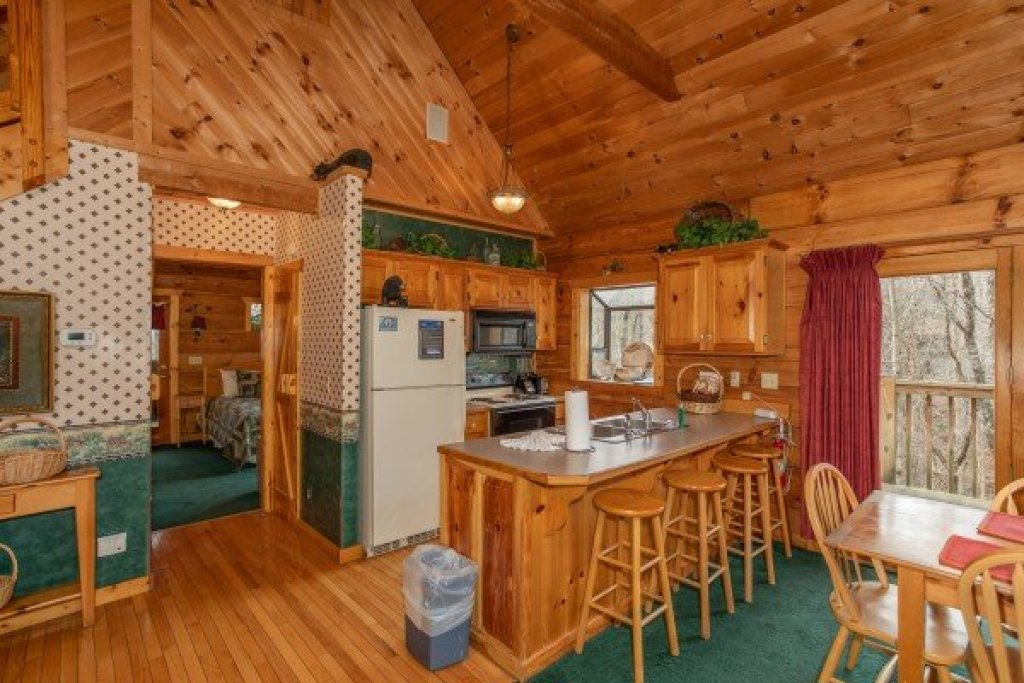Photo of a Sevierville Cabin named Sweet Mountain Escape - This is the fifth photo in the set.