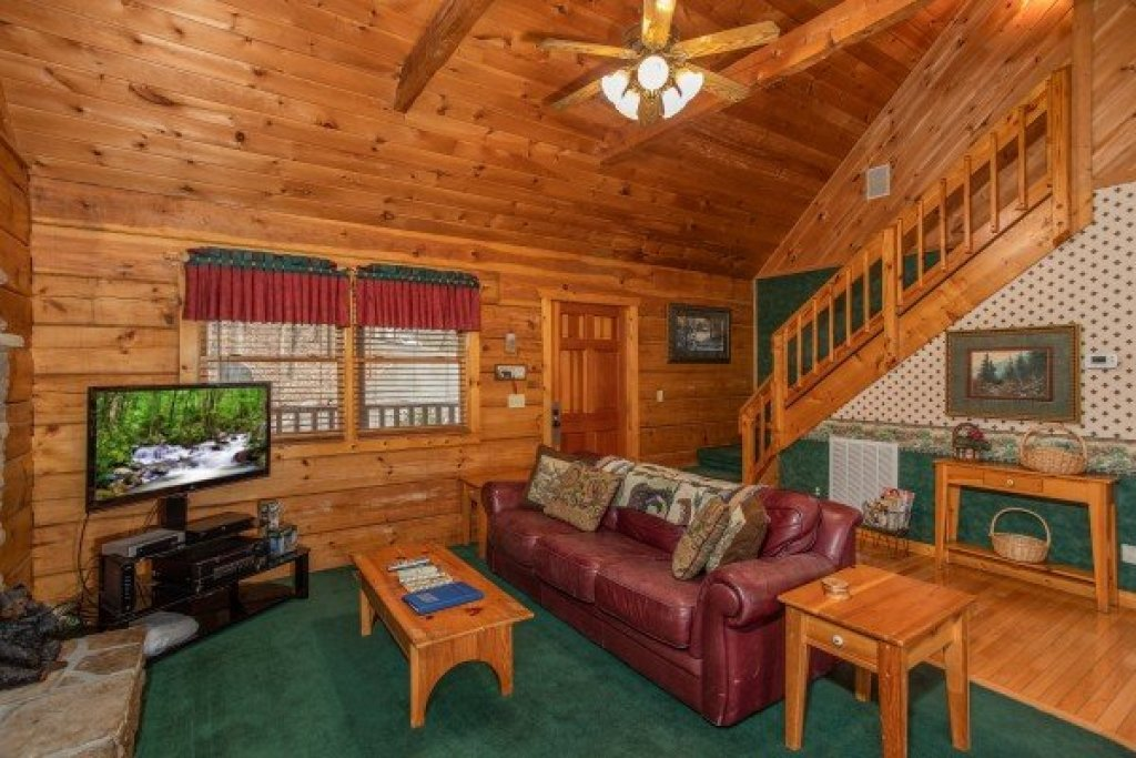 Photo of a Sevierville Cabin named Sweet Mountain Escape - This is the third photo in the set.