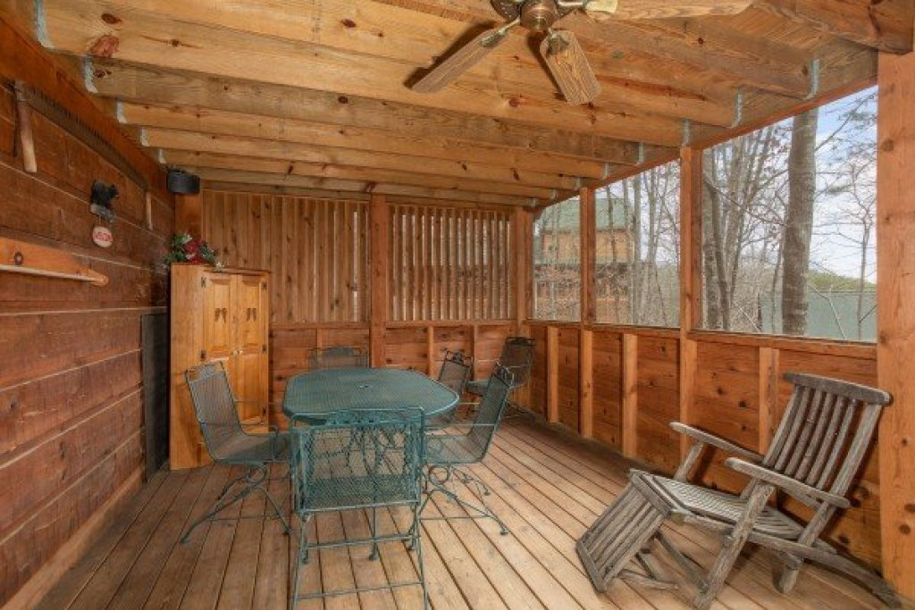 Photo of a Sevierville Cabin named Sweet Mountain Escape - This is the seventh photo in the set.