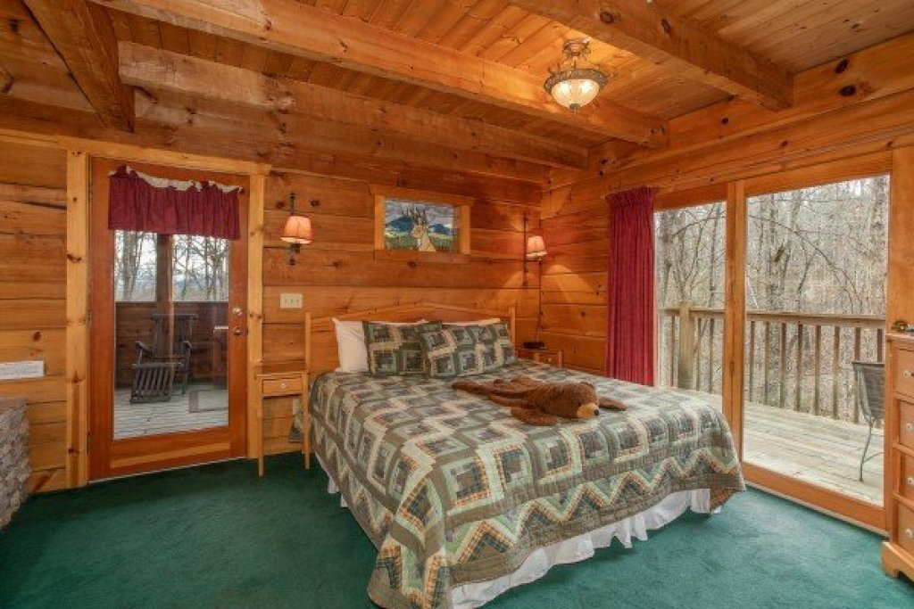 Photo of a Sevierville Cabin named Sweet Mountain Escape - This is the tenth photo in the set.