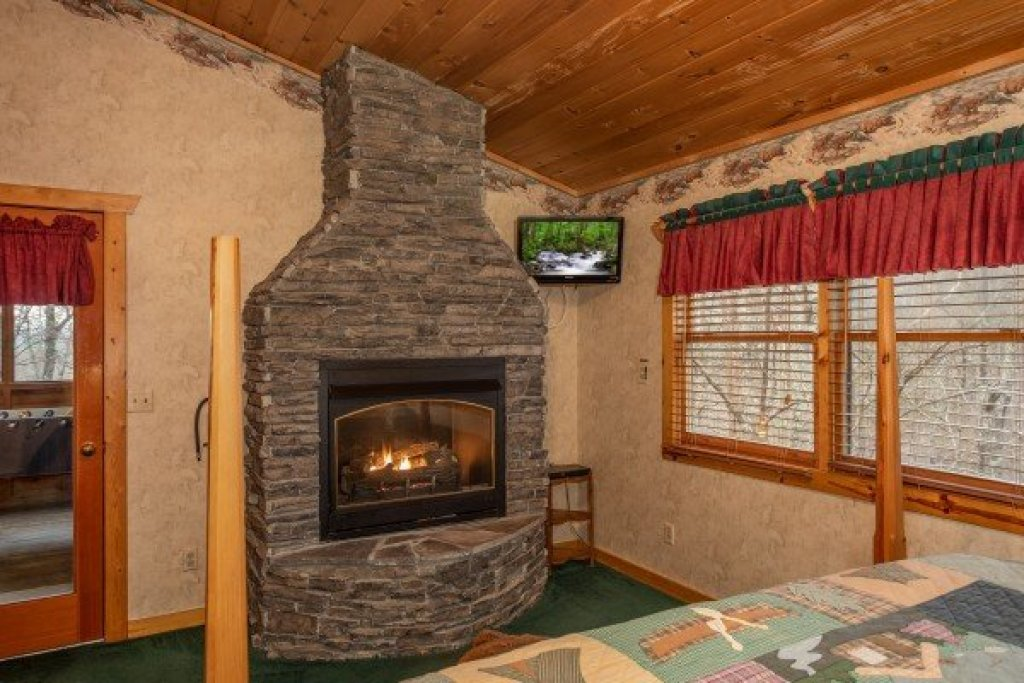 Photo of a Sevierville Cabin named Sweet Mountain Escape - This is the sixteenth photo in the set.