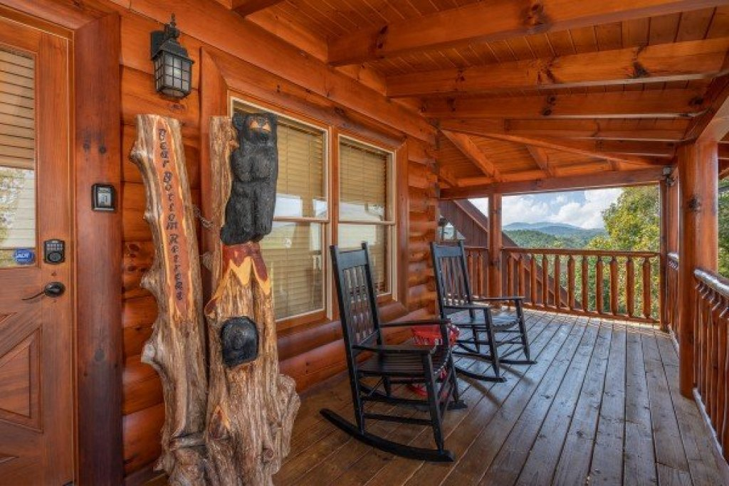 Photo of a Sevierville Cabin named Bear Bottom Retreat - This is the first photo in the set.