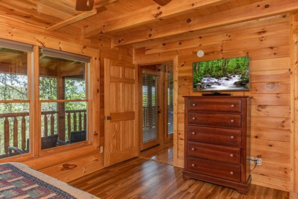 Photo of a Sevierville Cabin named Bear Bottom Retreat - This is the sixteenth photo in the set.
