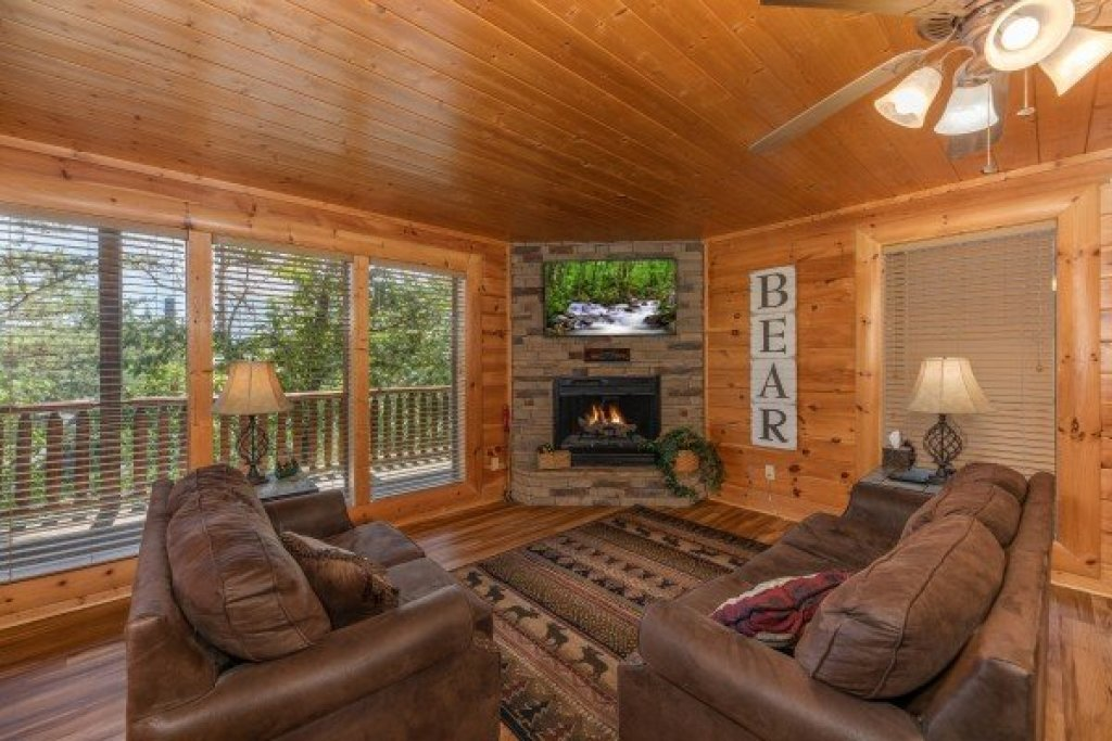 Photo of a Sevierville Cabin named Bear Bottom Retreat - This is the twenty-third photo in the set.