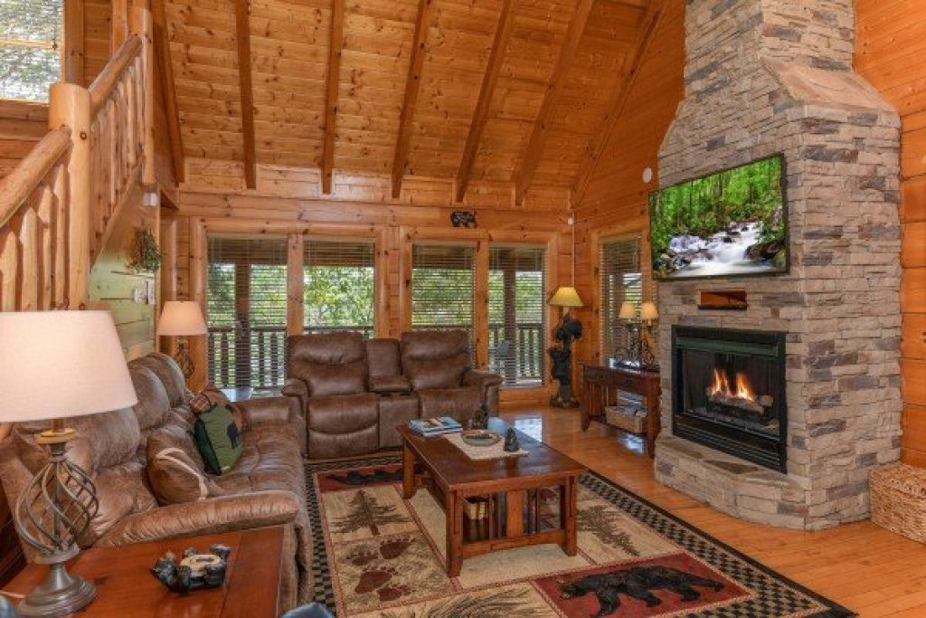 Photo of a Sevierville Cabin named Bear Bottom Retreat - This is the fifth photo in the set.