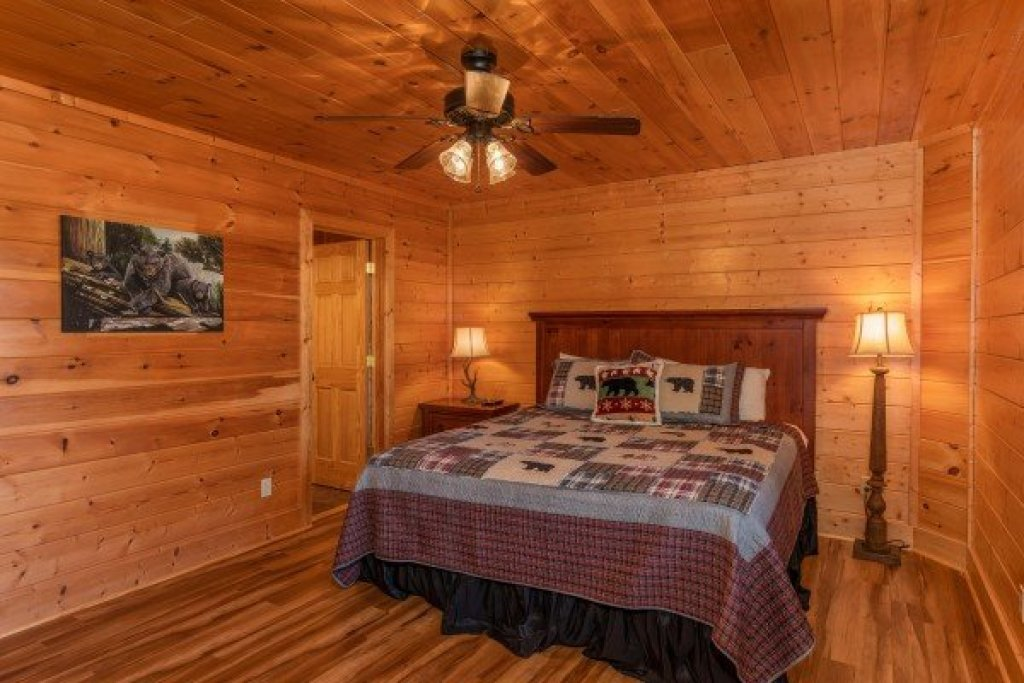 Photo of a Sevierville Cabin named Bear Bottom Retreat - This is the twenty-sixth photo in the set.