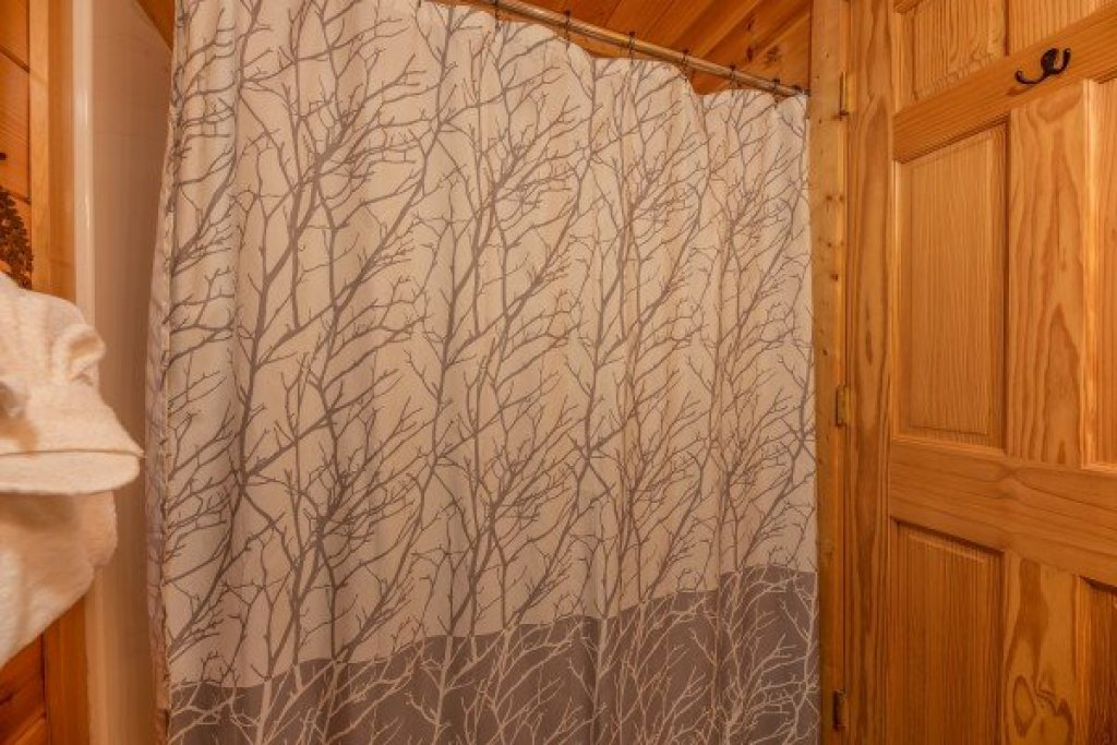 Photo of a Sevierville Cabin named Bear Bottom Retreat - This is the twenty-eighth photo in the set.