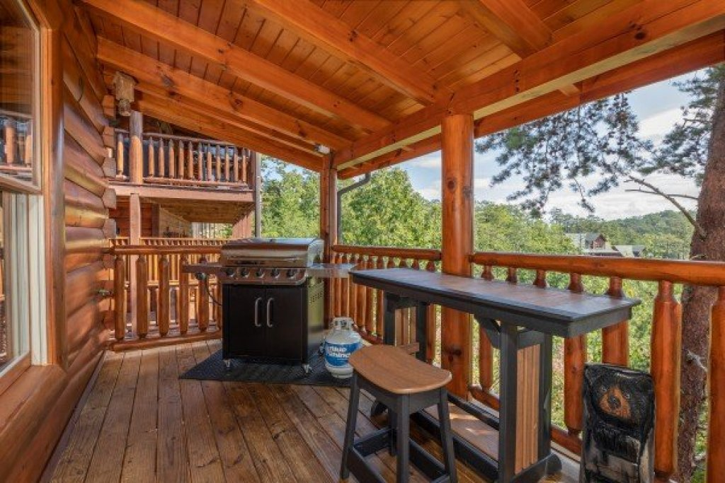 Photo of a Sevierville Cabin named Bear Bottom Retreat - This is the twelfth photo in the set.