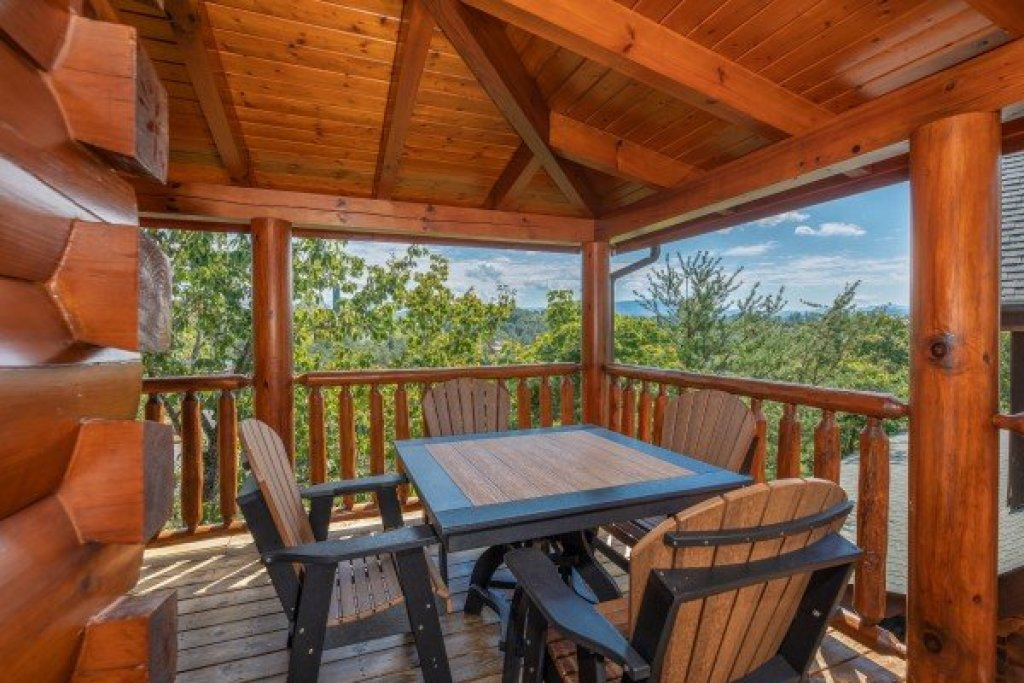 Photo of a Sevierville Cabin named Bear Bottom Retreat - This is the eleventh photo in the set.